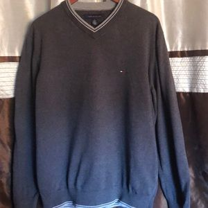 Tommy gray sweater